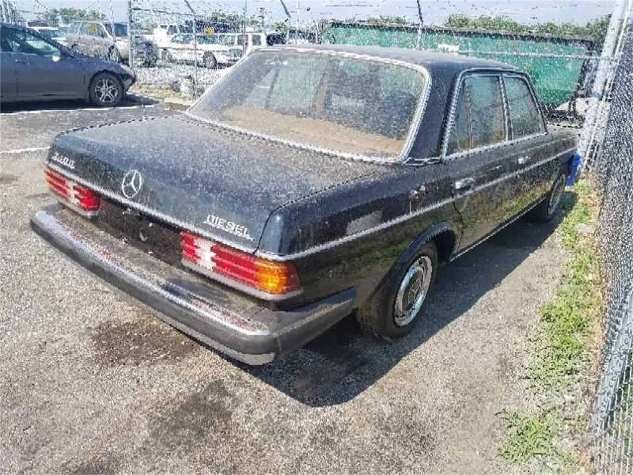 Large Picture of 1979 Mercedes-Benz 240D located in Virginia - R1VI