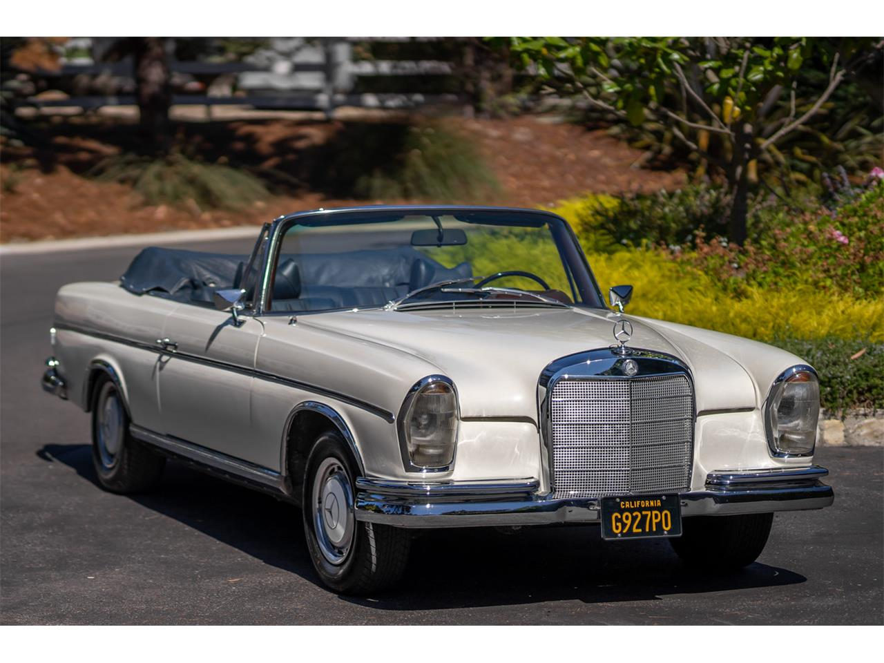 Large Picture of 1964 Mercedes-Benz 220SE located in Los Angeles California Offered by Bring A Trailer - R20Z