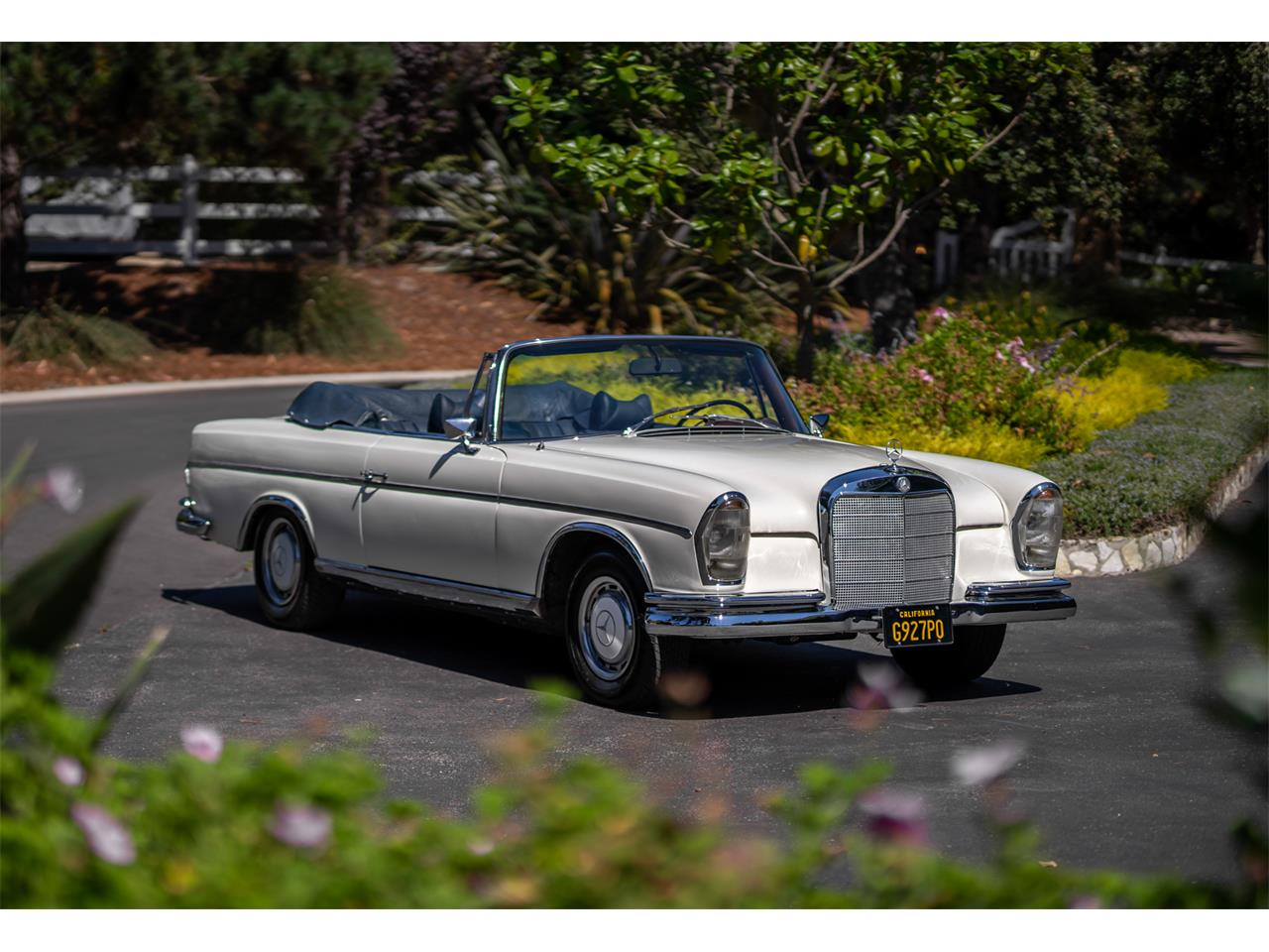 Large Picture of '64 Mercedes-Benz 220SE located in California Offered by Bring A Trailer - R20Z