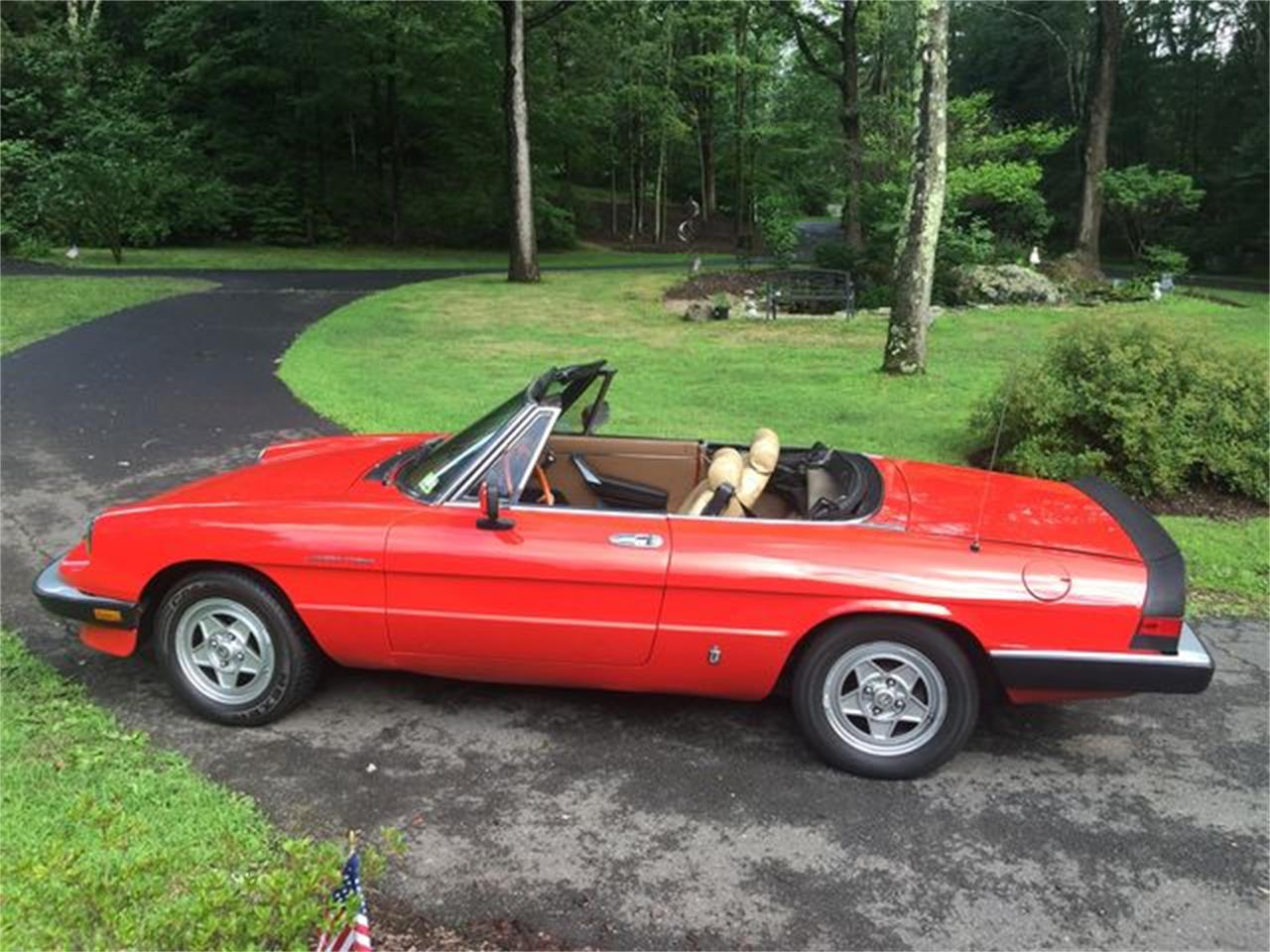 Large Picture of 1983 Alfa Romeo 2000 Spider Veloce located in Pennsylvania Offered by Carlisle Auctions - 341 deactivated - R363