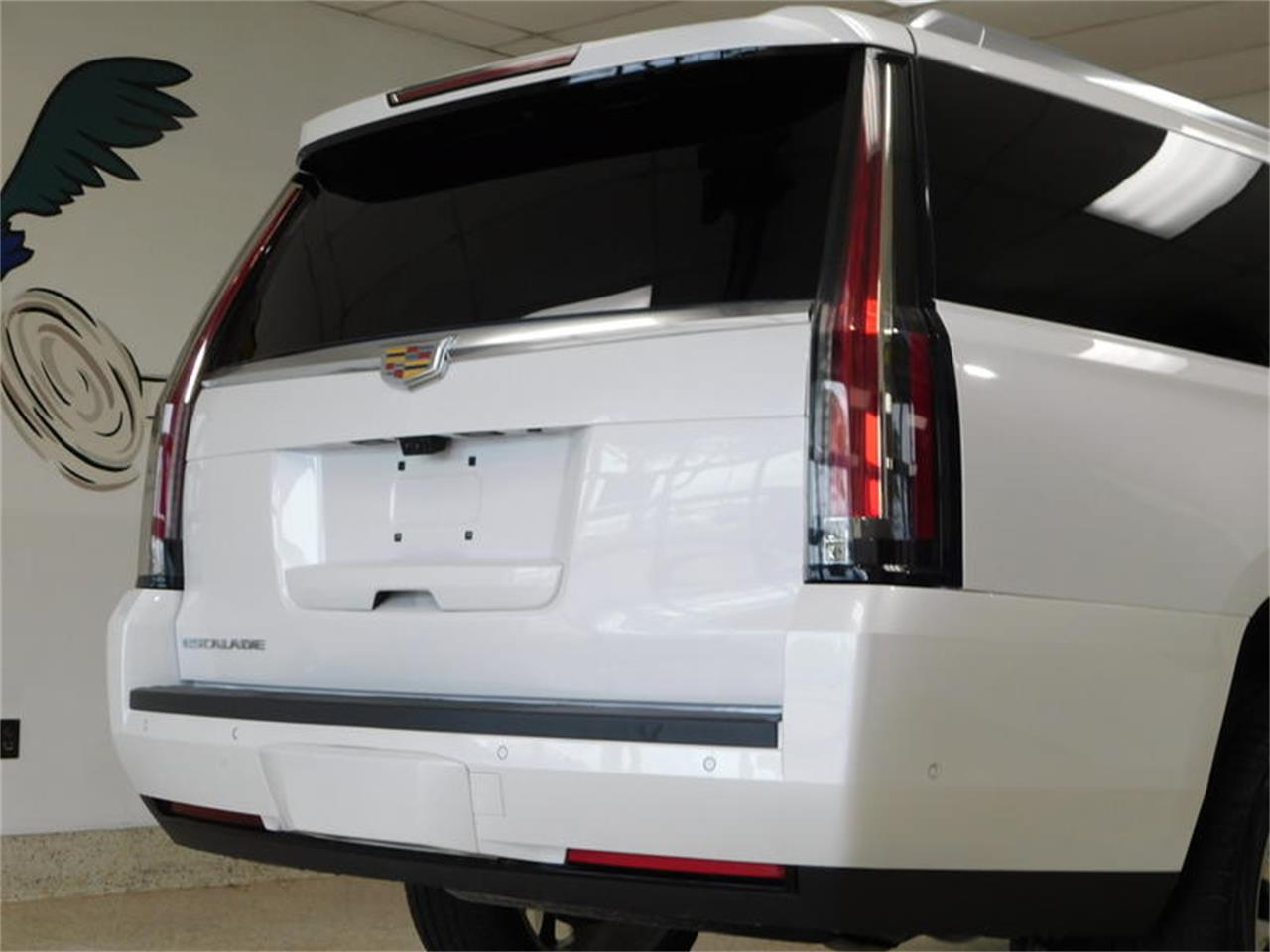 Large Picture of '17 Escalade - R3UJ