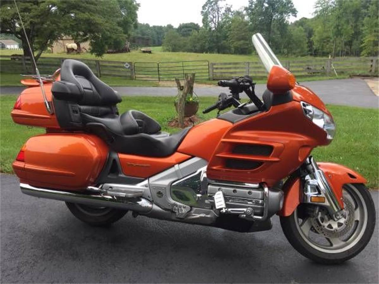 Large Picture of 2002 Honda Goldwing - $8,995.00 - R0NN