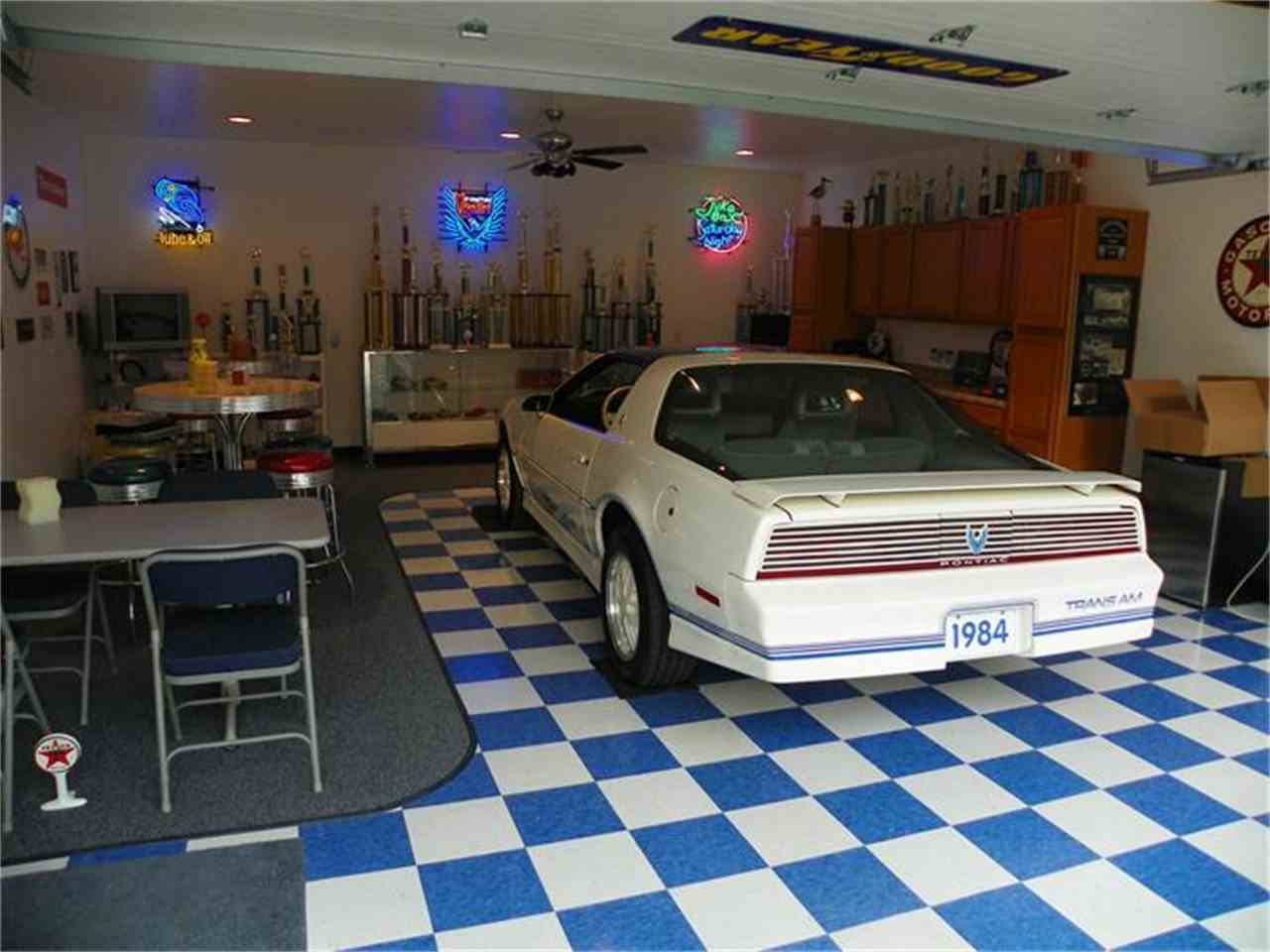 Large Picture of 1984 Pontiac Firebird Trans Am - 7GHL