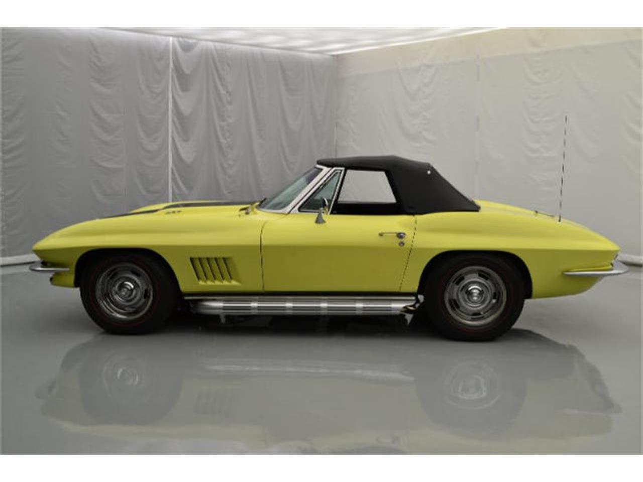 Large Picture of Classic 1967 Corvette - 8QFH