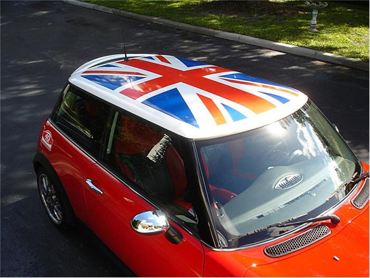 Large Picture of '04 MINI Cooper located in Florida Offered by Classic Dreamcars, Inc. - 9J85