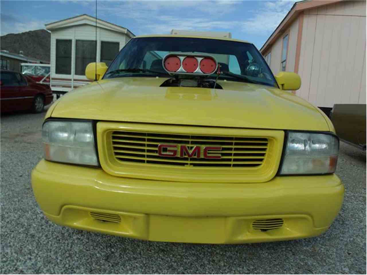Large Picture of '00 GMC Sonoma located in Arizona Offered by Desert Gardens Classic Cars - 9TXO