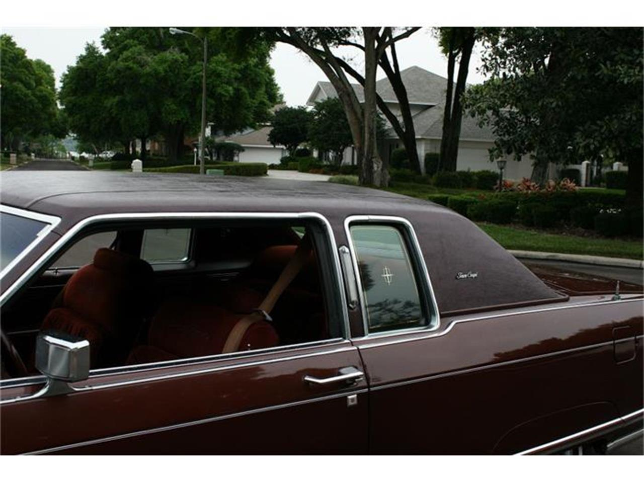 Large Picture of '77 Lincoln Town Coupe located in Florida - B150