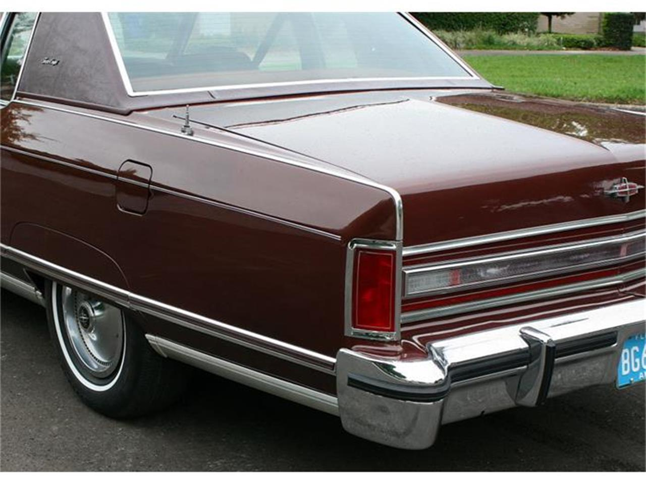 Large Picture of 1977 Lincoln Town Coupe located in Lakeland Florida - $19,500.00 - B150