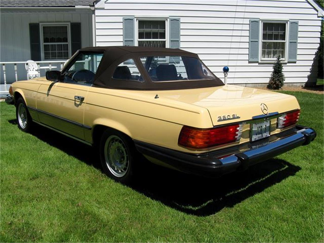 Large Picture of 1982 Mercedes-Benz 380SL Offered by Affordable Classic Motorcars - BS6W