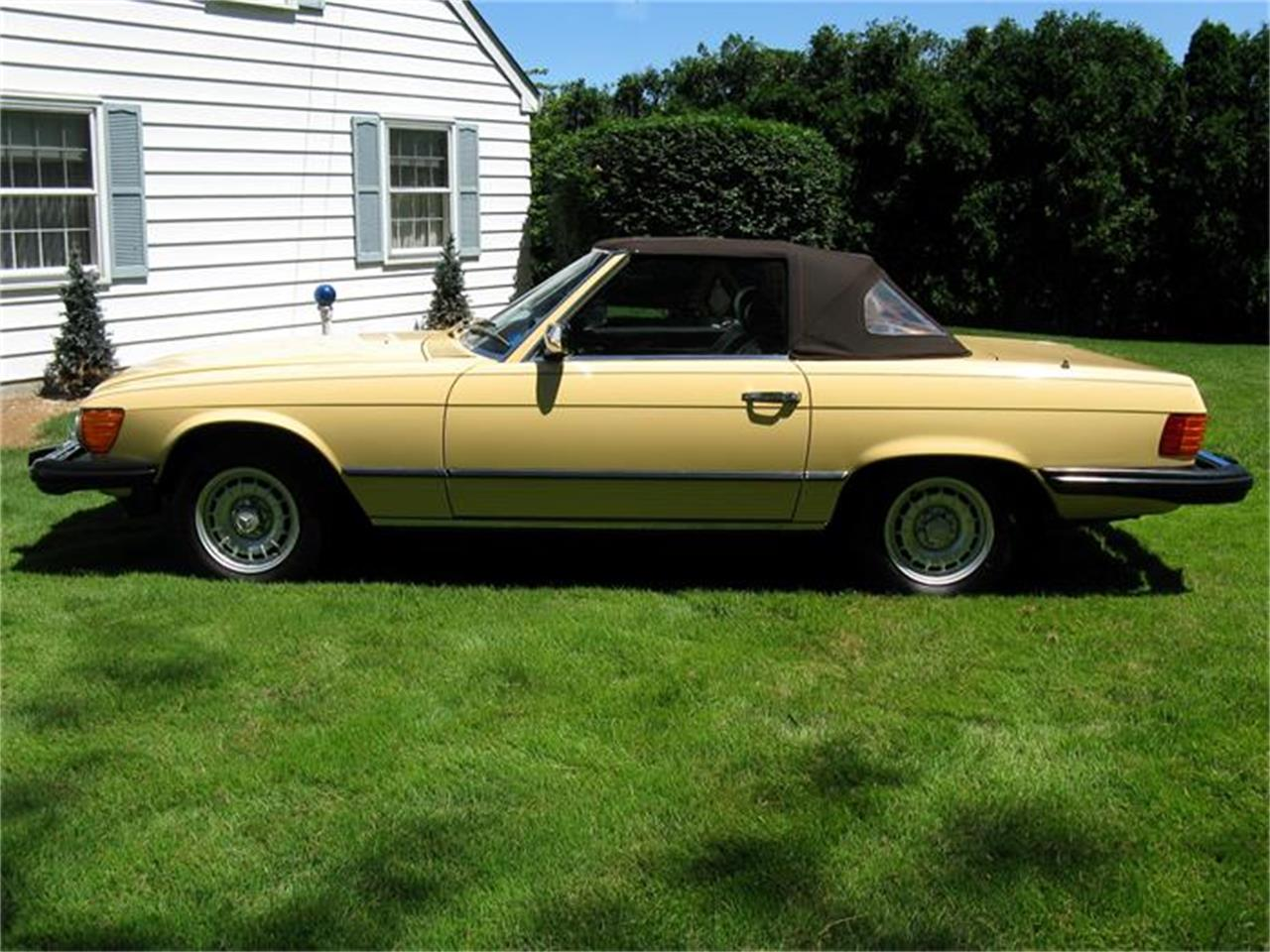 Large Picture of '82 380SL located in Shaker Heights Ohio Offered by Affordable Classic Motorcars - BS6W