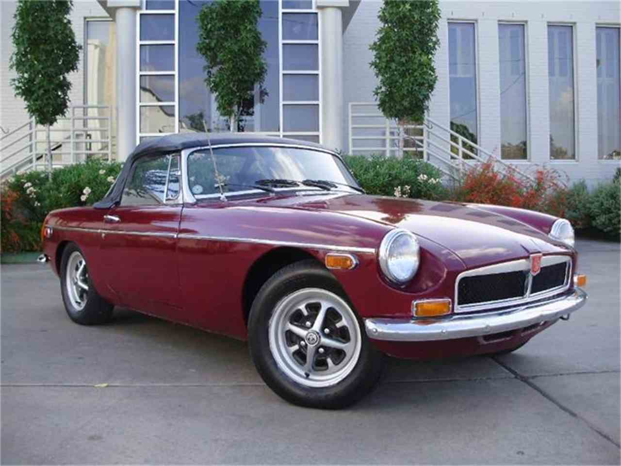 Large Picture of '74 MG MGB located in Texas - CNDB