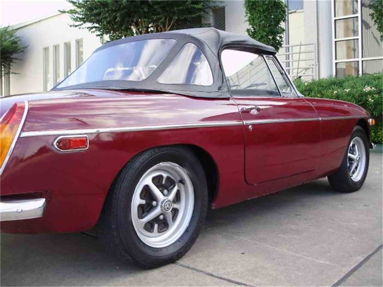 Large Picture of 1974 MG MGB - CNDB
