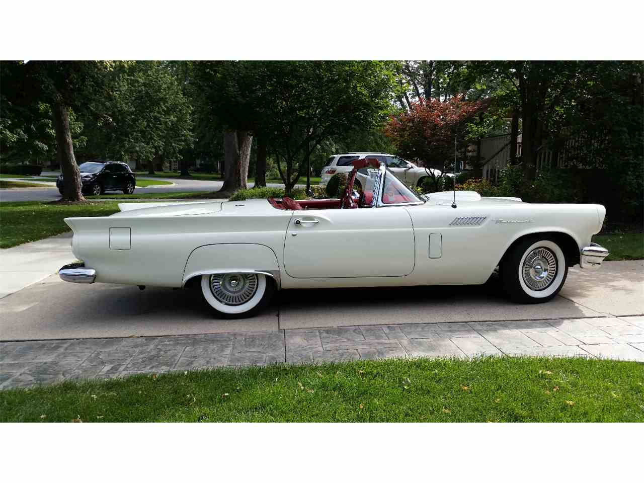 Large Picture of '57 Thunderbird - D0CK
