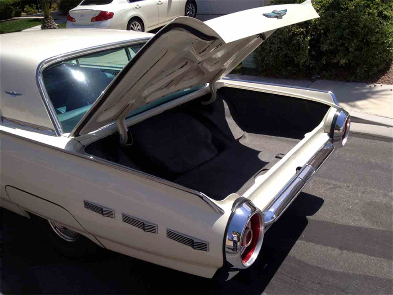 Large Picture of '62 Thunderbird - D4QT