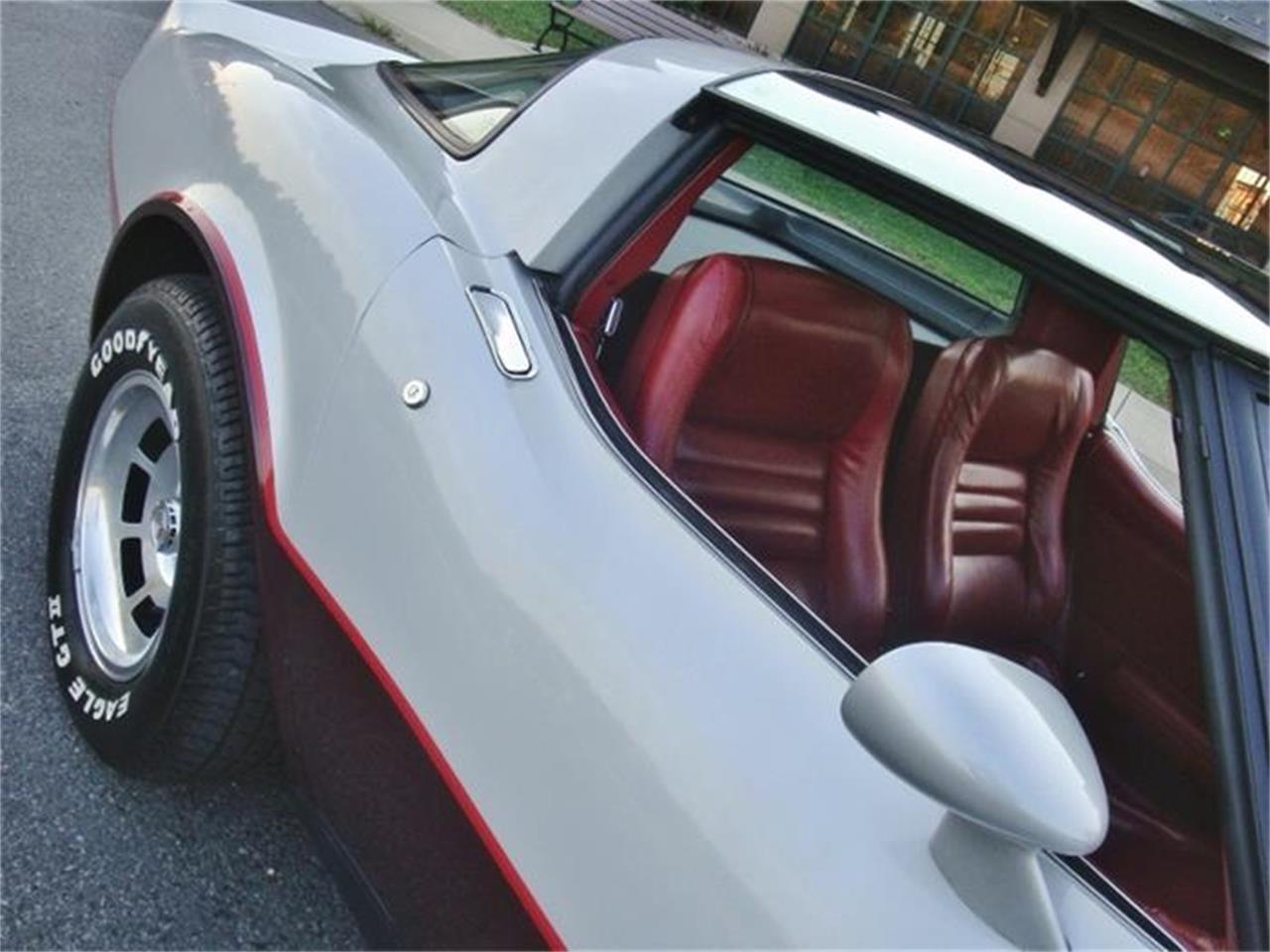 Large Picture of '82 Corvette - DL5R