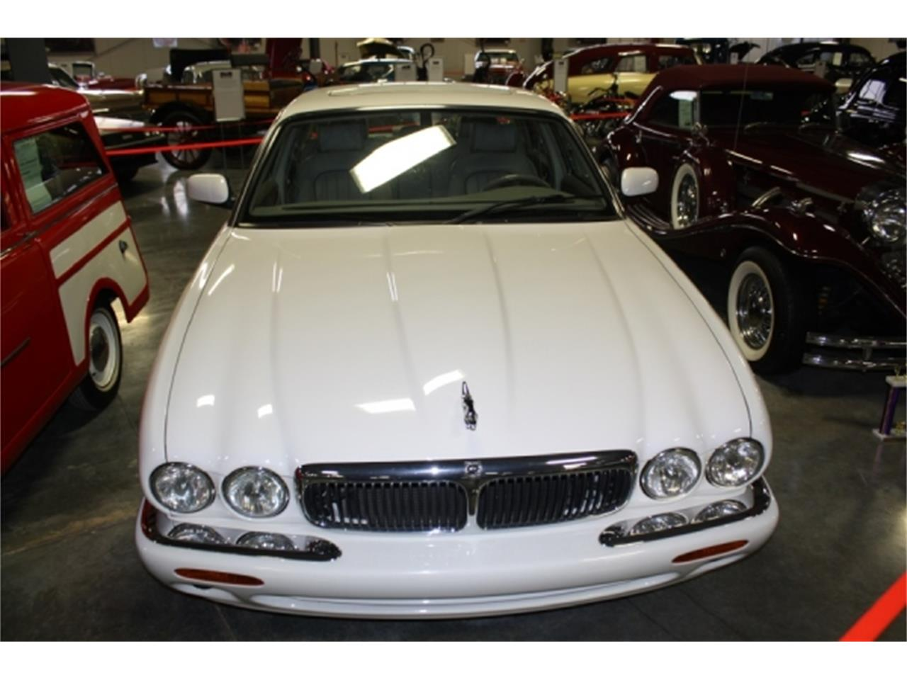 Large Picture of '01 Jaguar XJ8 located in Missouri - $7,000.00 Offered by Branson Auto & Farm Museum - DSCT