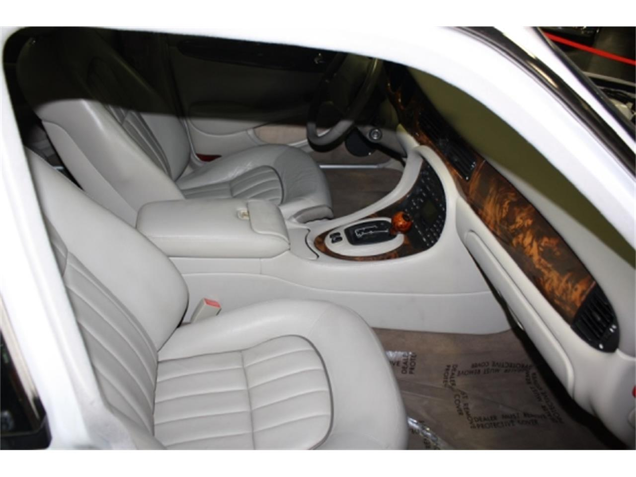 Large Picture of '01 Jaguar XJ8 - $7,000.00 Offered by Branson Auto & Farm Museum - DSCT