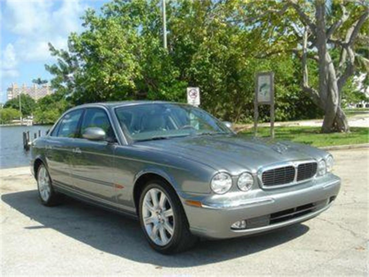 Large Picture of '04 XJ - $14,950.00 Offered by Prestigious Euro Cars - DZYU