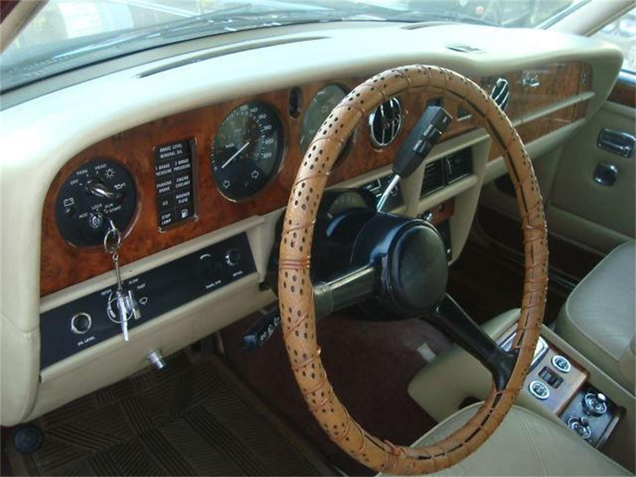 Large Picture of '86 Rolls-Royce Silver Spur - DZYX