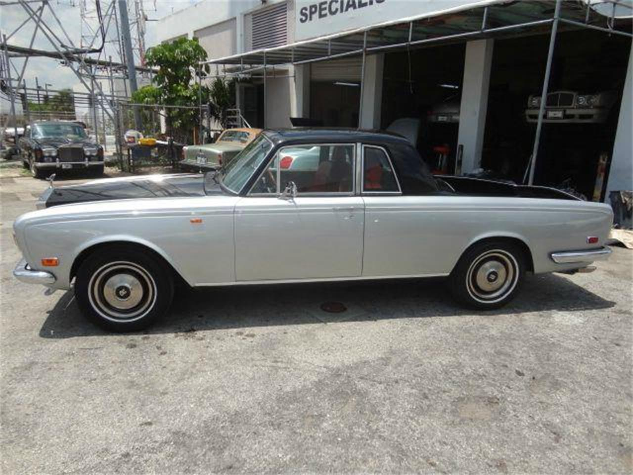 Large Picture of '73 Rolls-Royce Corniche located in Florida Offered by Prestigious Euro Cars - DZZO
