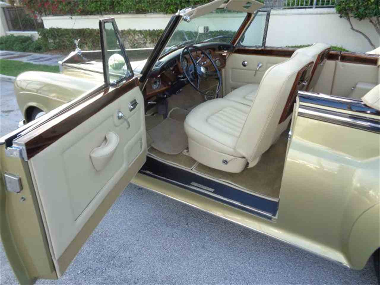 Large Picture of '63 Silver Cloud III - E009
