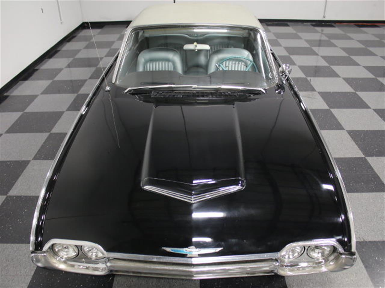 Large Picture of 1962 Thunderbird - E04Z