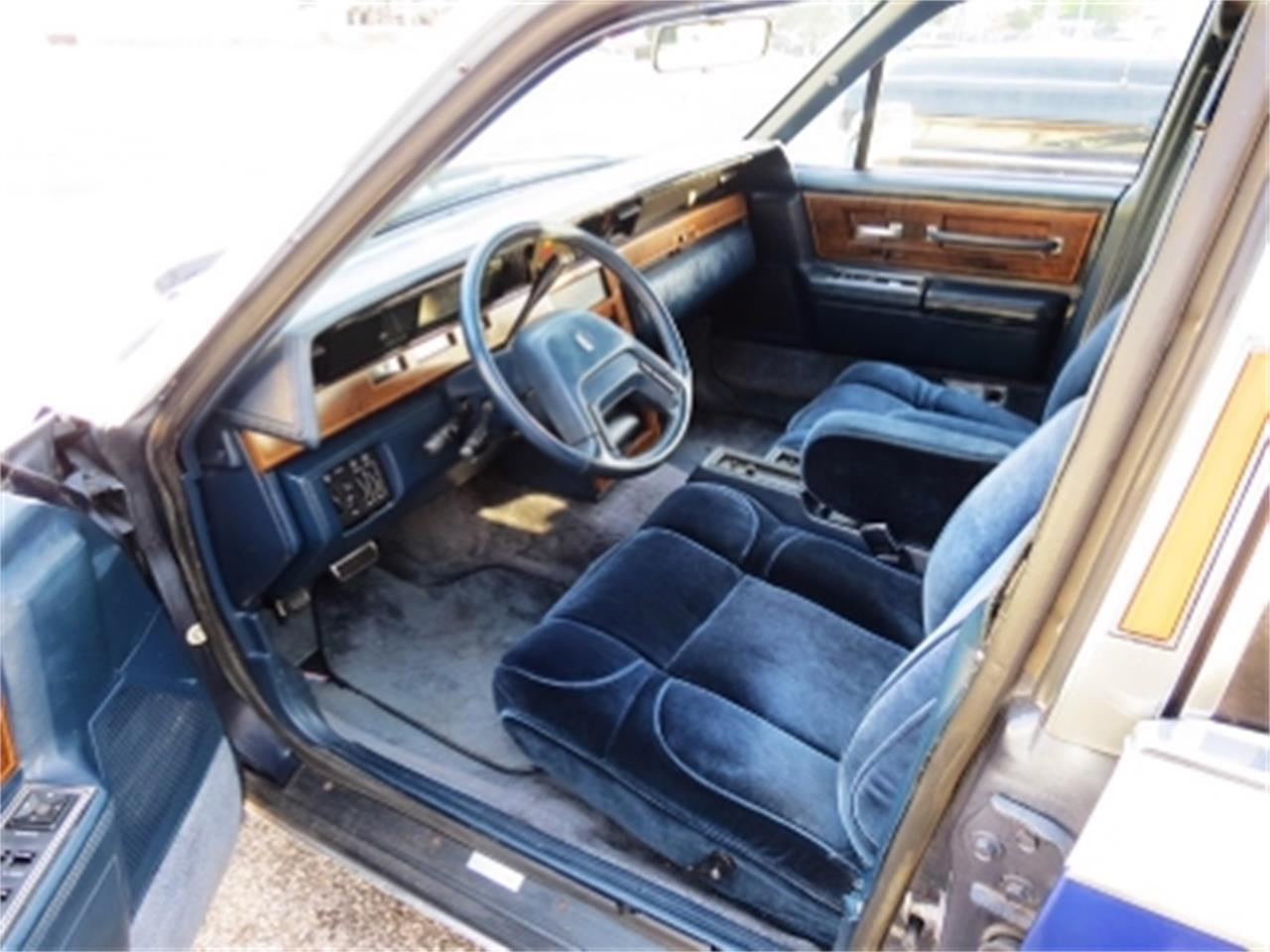 Large Picture of '84 Lincoln Continental located in Miami Florida Offered by Sobe Classics - E6H6