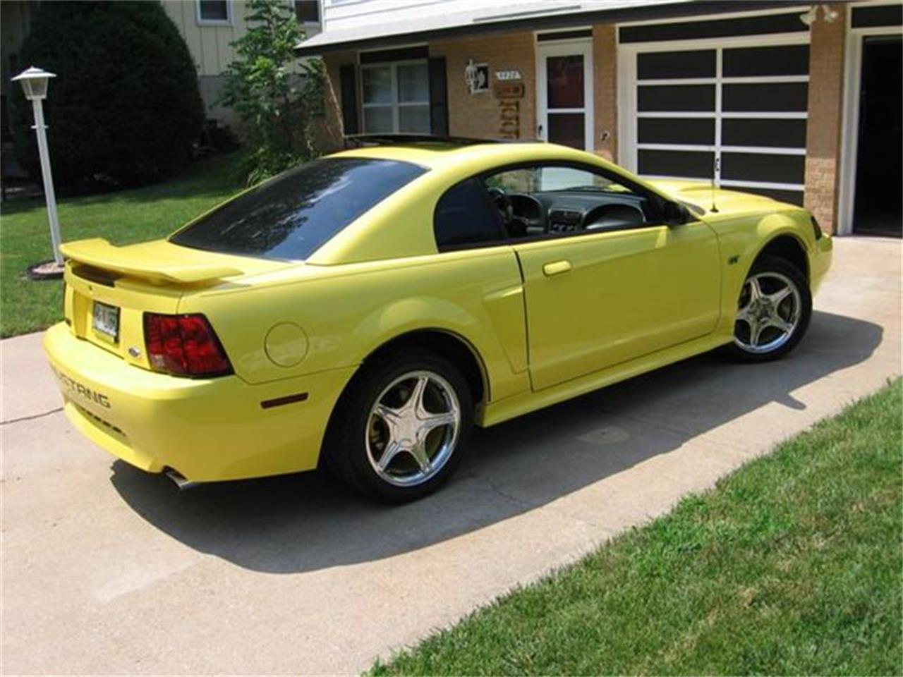 Large Picture of '01 Ford Mustang - $13,900.00 Offered by Classic Car Guy - EACO