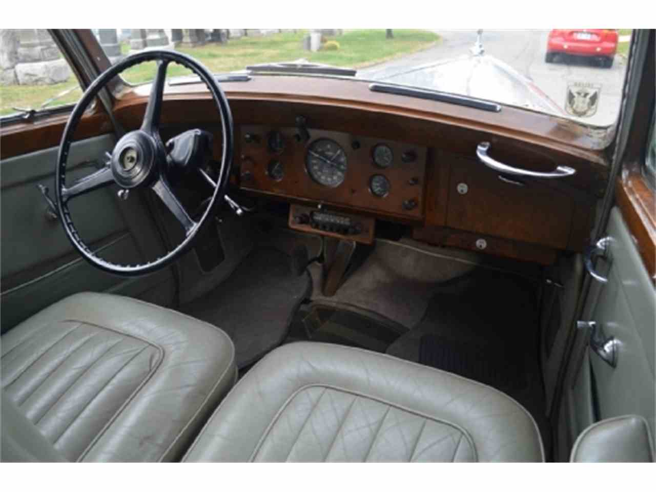 Large Picture of Classic '53 Rolls-Royce Silver Dawn located in New York Offered by Gullwing Motor Cars - EFLE