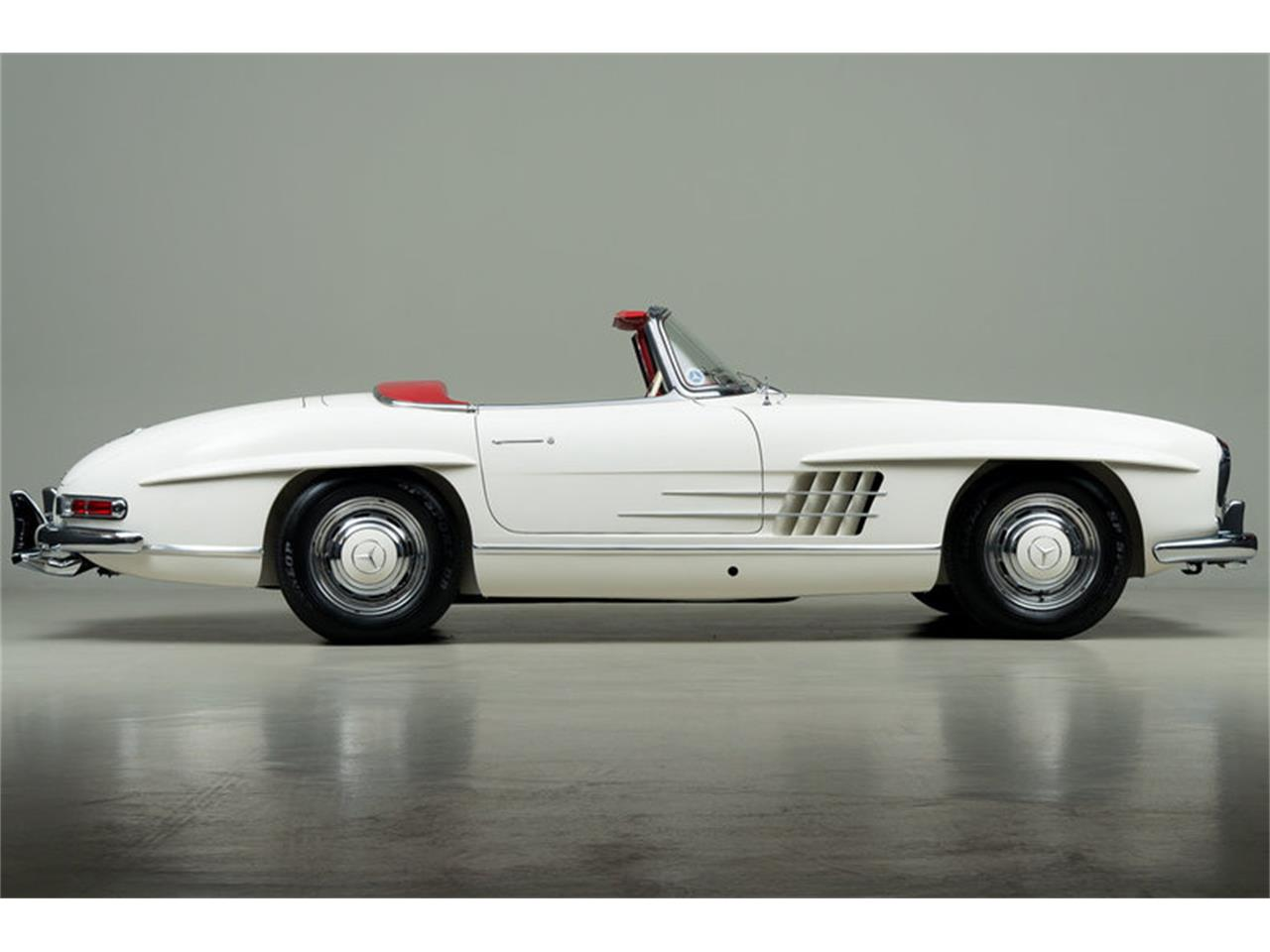 Large Picture of Classic '63 Mercedes-Benz 300SL Roadster located in Scotts Valley California Auction Vehicle Offered by Canepa - EFPZ
