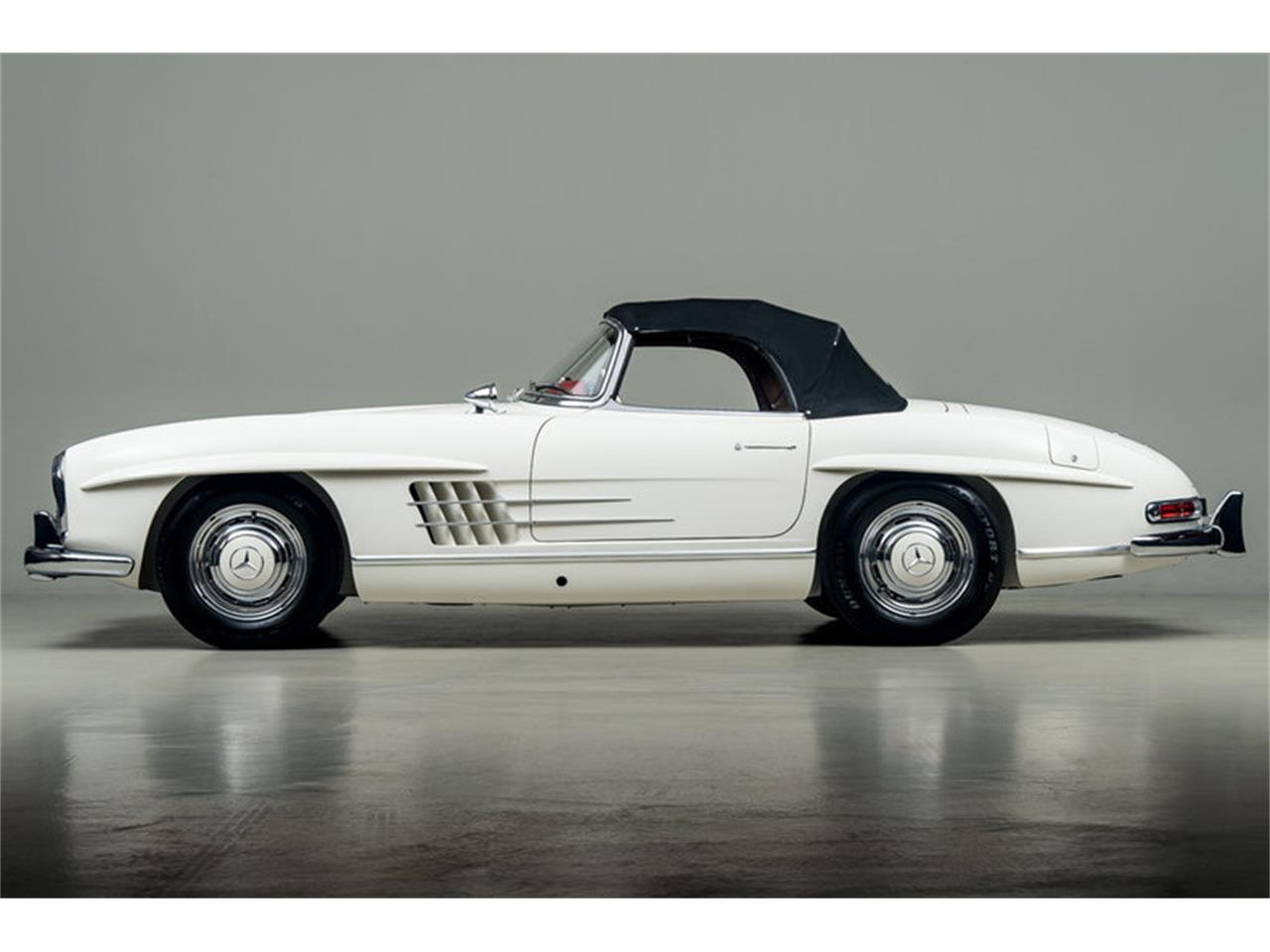 Large Picture of Classic 1963 Mercedes-Benz 300SL Roadster Auction Vehicle - EFPZ