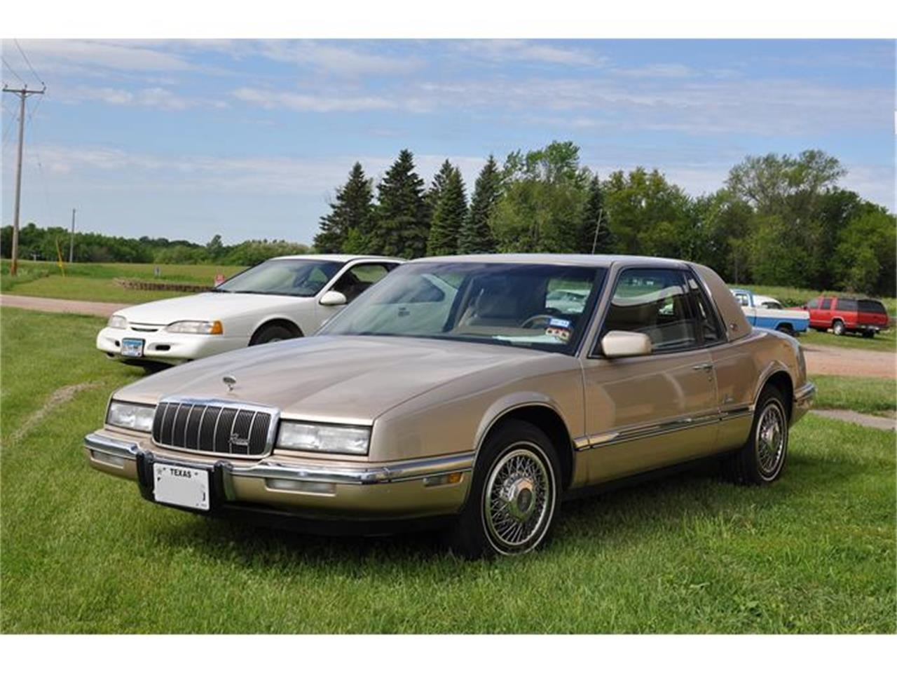 Large Picture of '92 Buick Riviera - EKN8