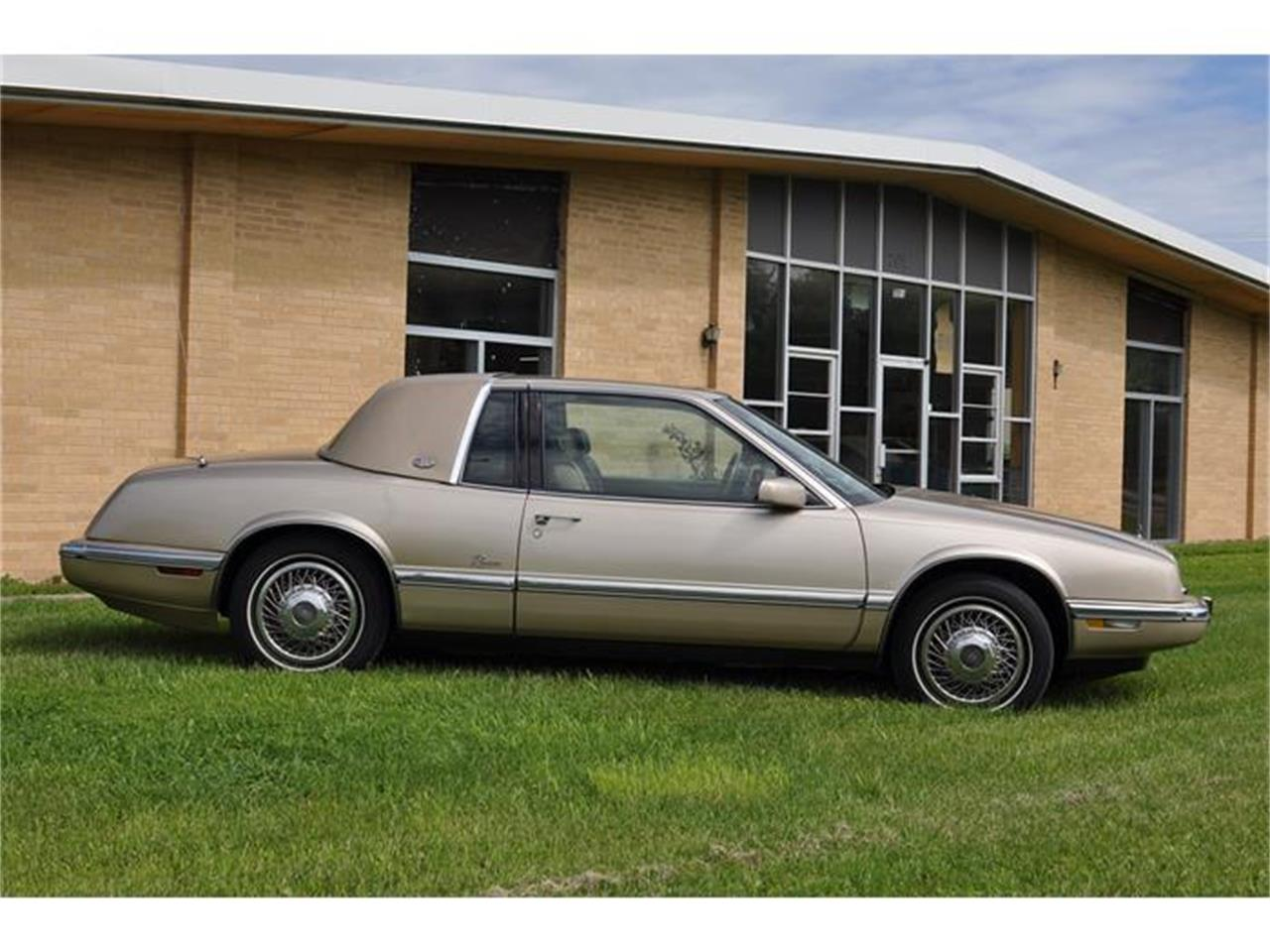 Large Picture of 1992 Riviera located in Minnesota - EKN8