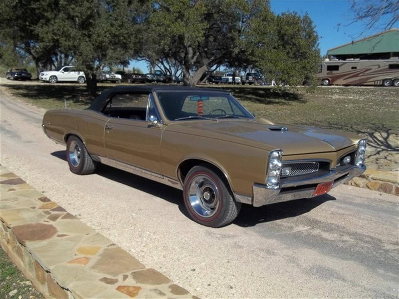 Large Picture of Classic '67 GTO located in Texas Offered by TX Collector Classic Cars - ET97
