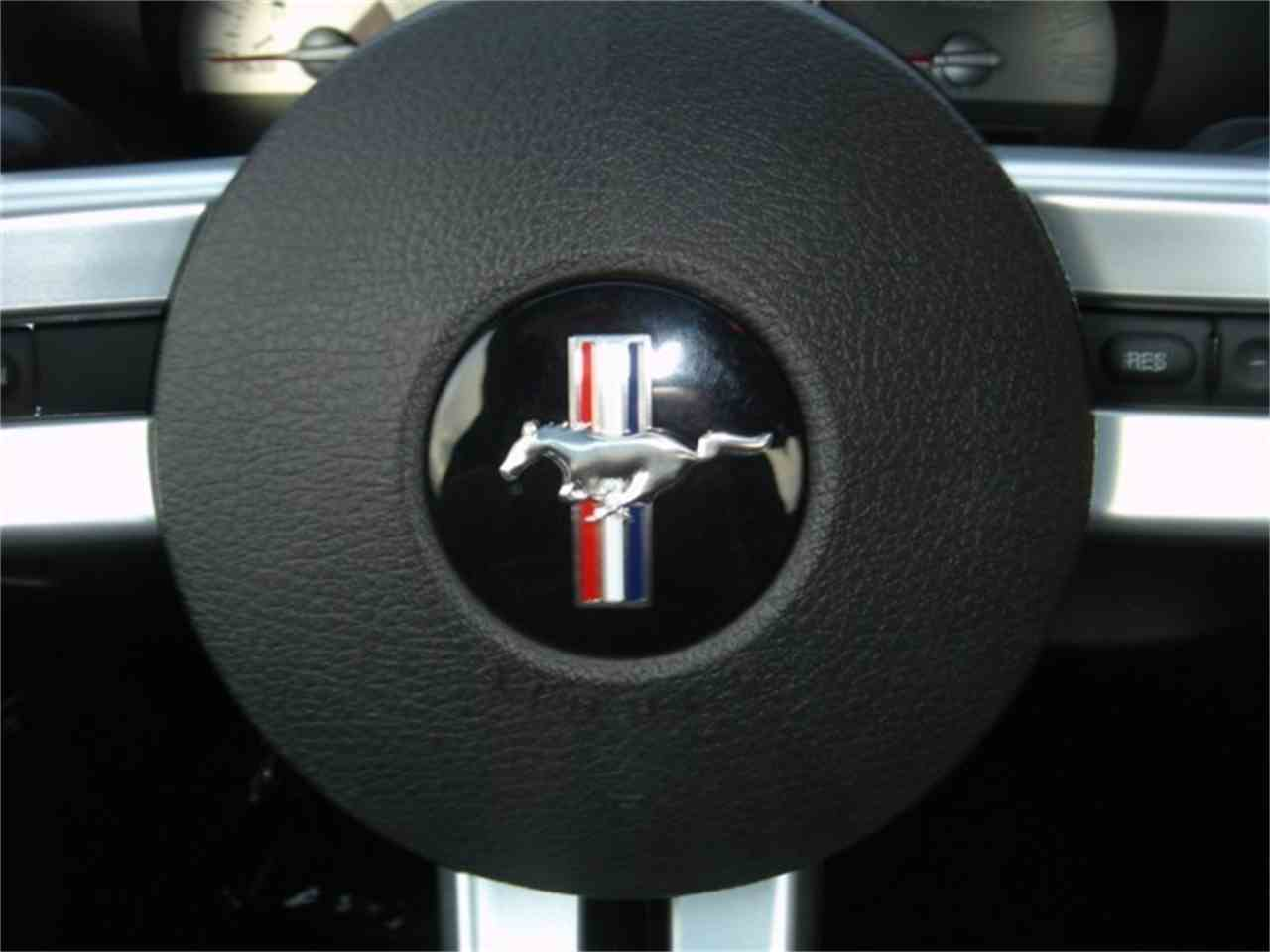 Large Picture of '06 Ford Mustang located in Solon Ohio - ETC2