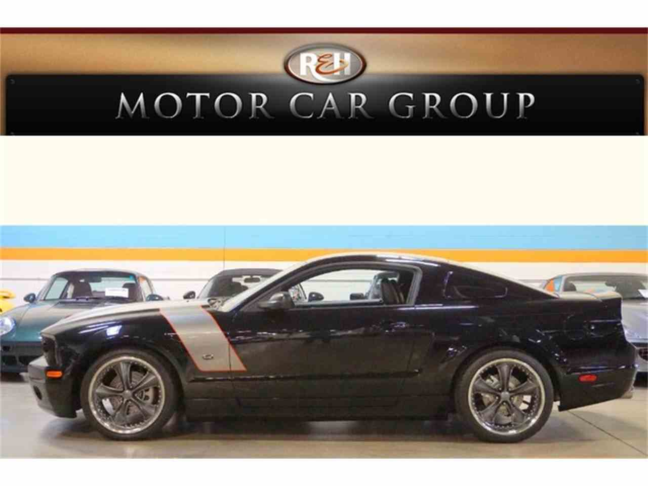 Large Picture of '06 Ford Mustang located in Ohio Offered by R&H Motor Car Group - ETC2