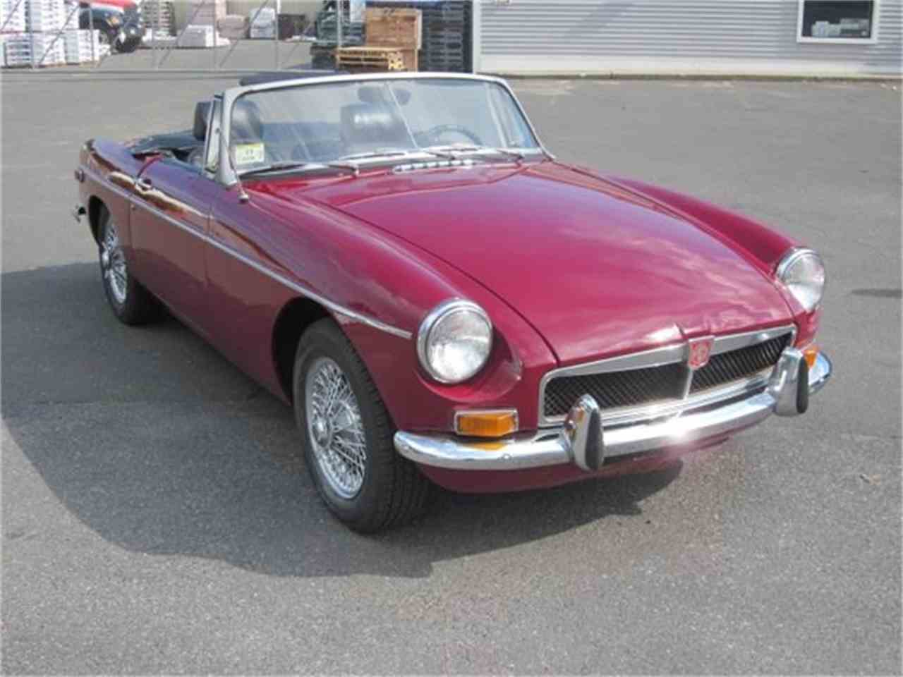 Large Picture of Classic 1973 MGB - EUY2