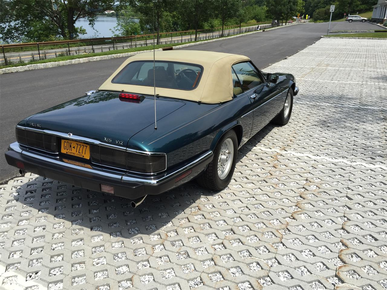 Large Picture of 1992 Jaguar XJS located in New York - EVKT