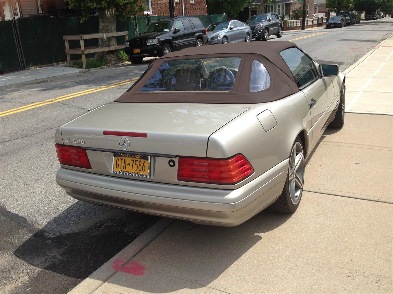 Large Picture of 1998 SL500 located in Middle Village     queens New York - EYIB
