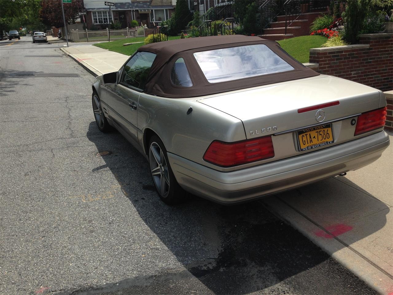 Large Picture of 1998 Mercedes-Benz SL500 located in New York Offered by a Private Seller - EYIB