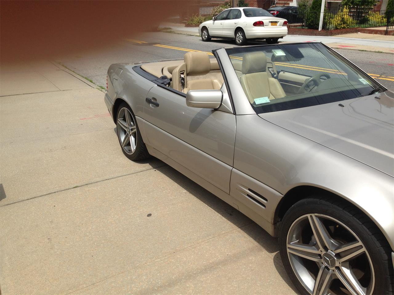 Large Picture of '98 Mercedes-Benz SL500 located in New York - $7,900.00 - EYIB