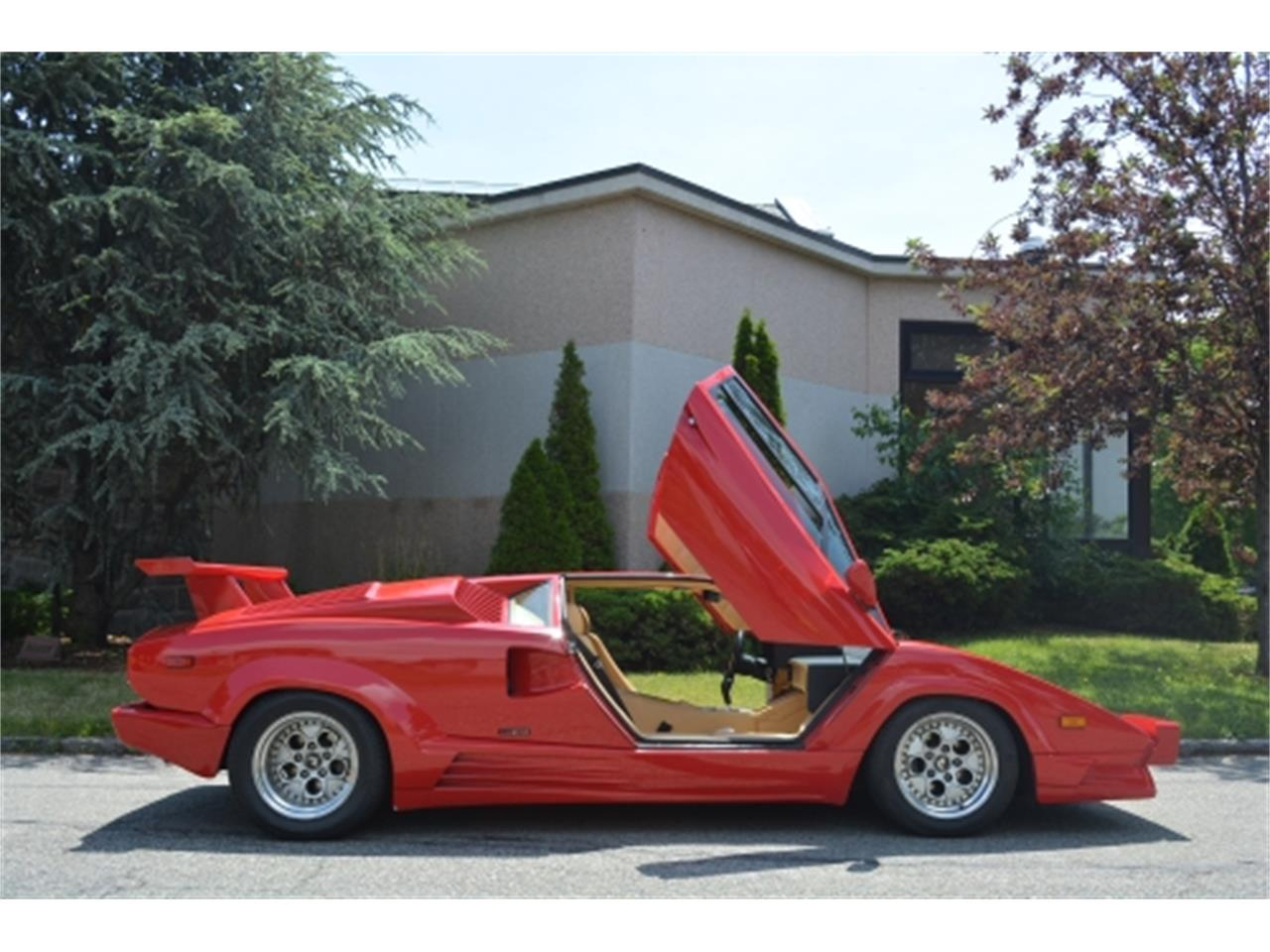 Large Picture of '89 Lamborghini Countach located in New York Offered by Gullwing Motor Cars - EYKT