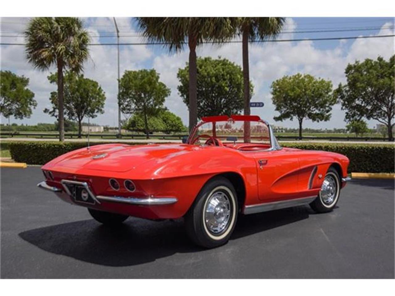 Large Picture of Classic '62 Chevrolet Corvette located in Miami Florida - EYPB