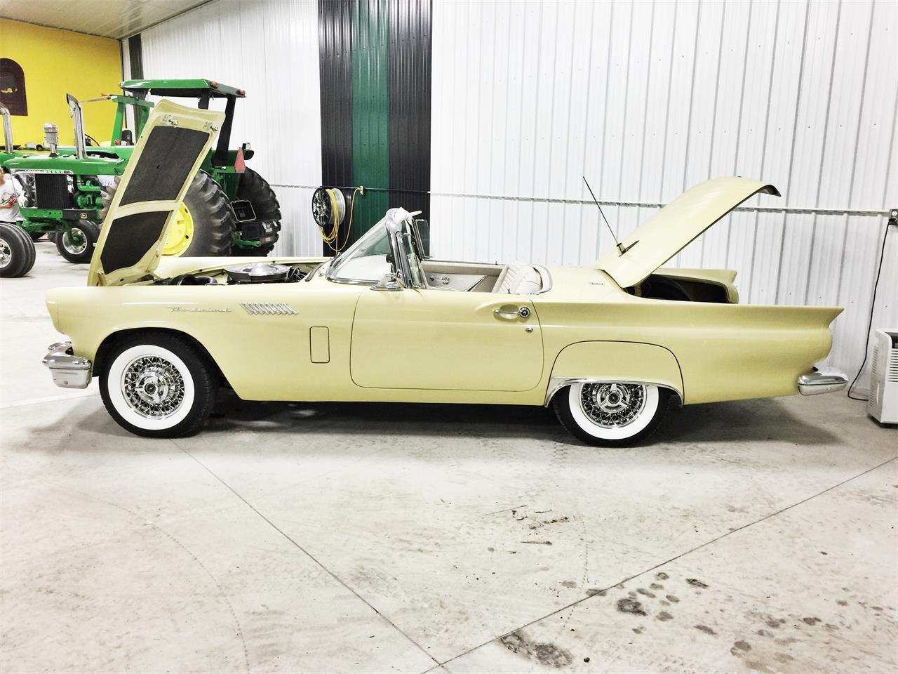 Large Picture of '57 Thunderbird - F104