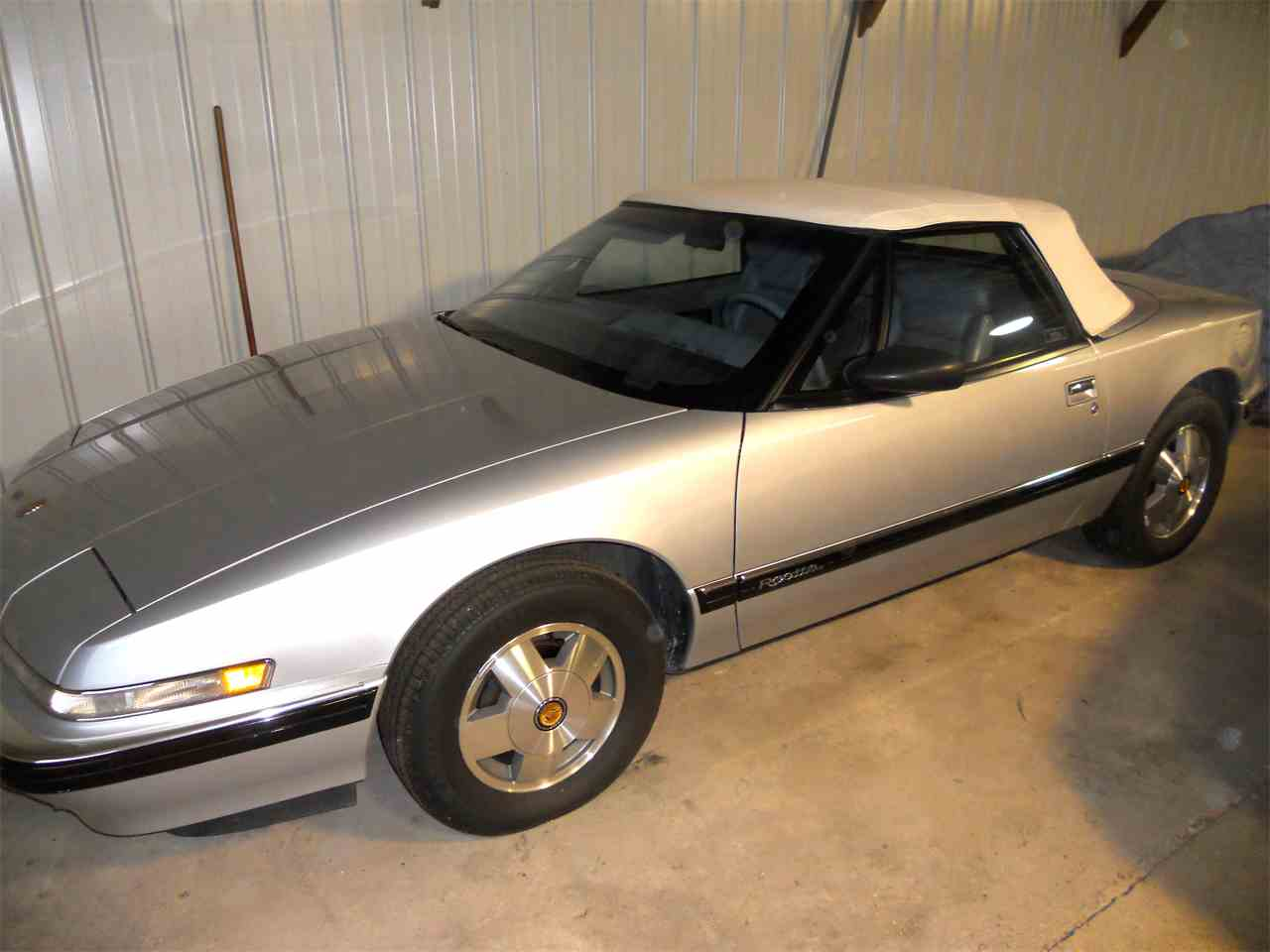 Large Picture of 1990 Buick Reatta located in Osceola Iowa Offered by a Private Seller - F2OB