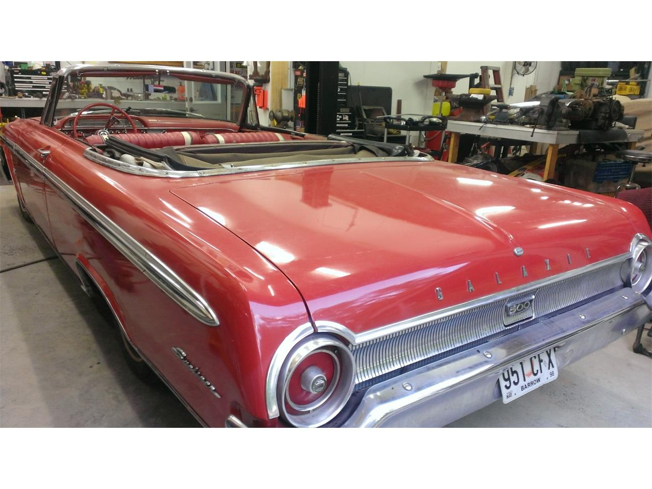 Large Picture of '62 Ford Sunliner - F46R