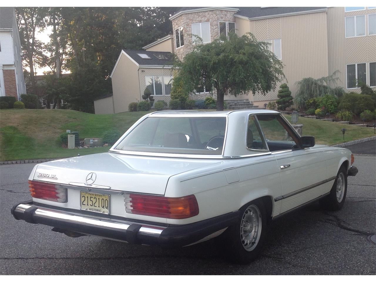 Large Picture of '84 Mercedes-Benz 380SL Offered by a Private Seller - F4UW