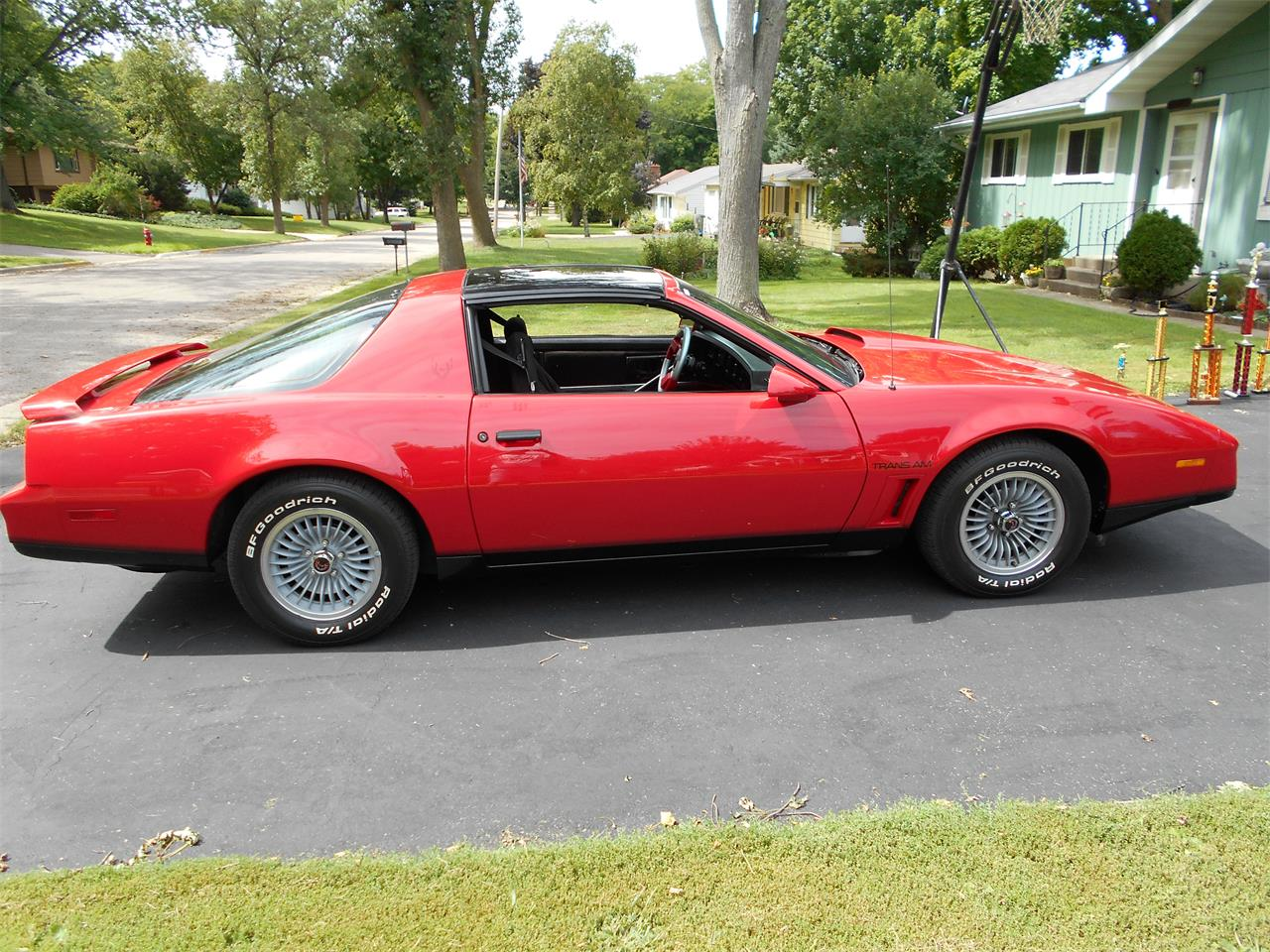 Large Picture of '82 Pontiac Firebird Trans Am located in Wisconsin - F5WU