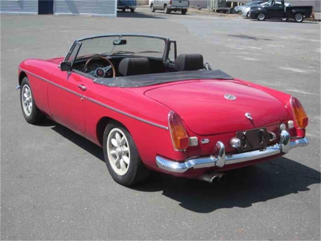 Large Picture of '72 MGB - F817