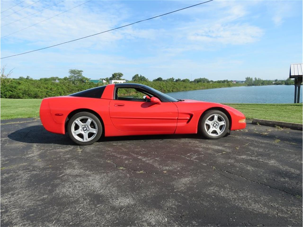 Large Picture of '98 Chevrolet Corvette located in Ohio - FHW7